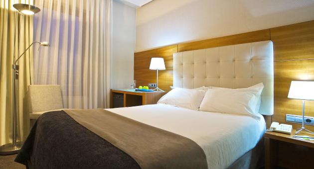 bed-bedrooms-donosti-habiraciones-hoteles-amaraplaza-habitaciones-amaraplaza-hab.-basic-483