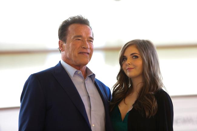 Arnold-Schwarzenegger Maisy Kay