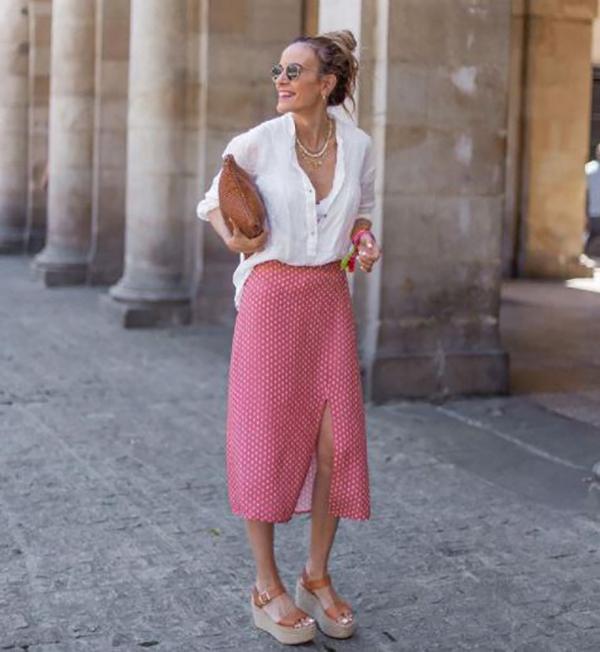 chica vestida de rosa de 2uves